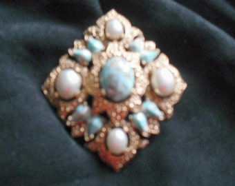 SARAH COVENTRY BROOCH or Pendant - Vintage Stunning Collectible from the Sixties