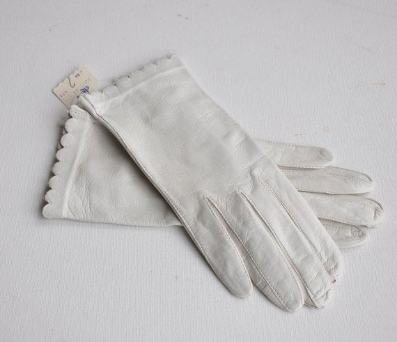 Vtg 60s NWT White Leather Gloves Signed Duchess Sz Small