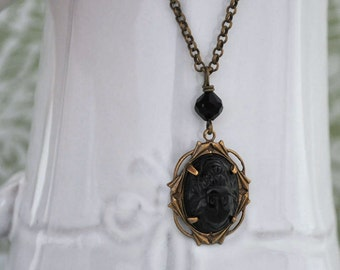 EGYPTIAN SCARAB BEETLE jet black vintage glass cab necklace in antiqued brass
