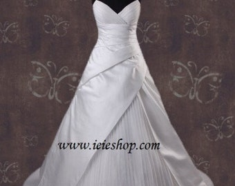 SALE - 50% OFF Ready to Ship Size 2 and 4 Strapless A-line V Neck Wedding