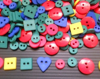 100 pcs Mix buttons and Mix shape and colors