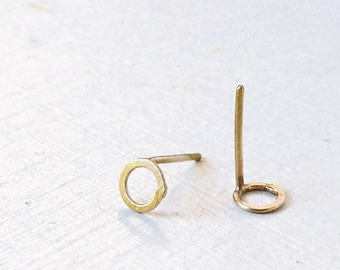 14k Gold Earrings / Gold Studs / Post Earrings / Gold Earrings / Little Earrings / Basic Earrings / Hammered Earrings / Circle Earrings