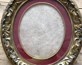 Vintage   Round Gilded Frame