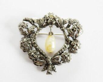 Vintage Silvertone Brooch Pearl Drop