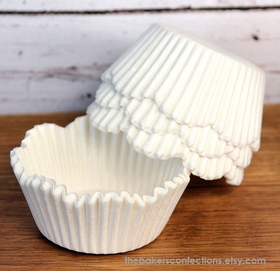 White Petal Cupcake Liners, Scallop Edge Baking Cups, Cupcake Cases (250 BULK PACK)