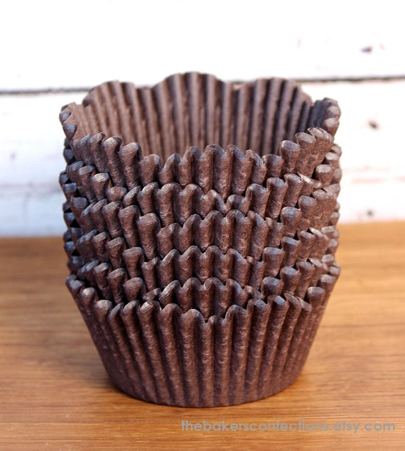 Brown Petal Cupcake Liners, Scallop Edge Baking Cups (200 count)
