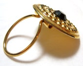 vintage gold tone round scarf clip with black center O