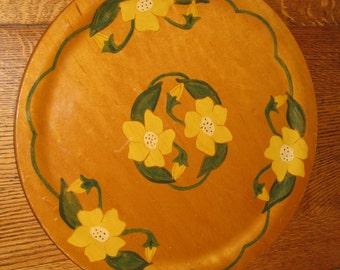 Wooden Plate Platter Hand Painted Folk Art Floral Daffodils Signed Wooden Kitchenware 14 inch Round Fifties Decor Yellow Flowers