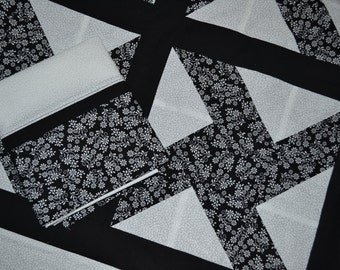 Black and White Quilt with pillowcase