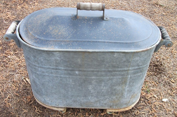 antique metal galvanized tub with lid wooden handles and. Black Bedroom Furniture Sets. Home Design Ideas