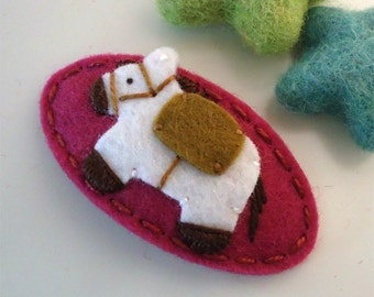 Felt hair clip -No slip -Wool felt -Racing horse -fuchsia