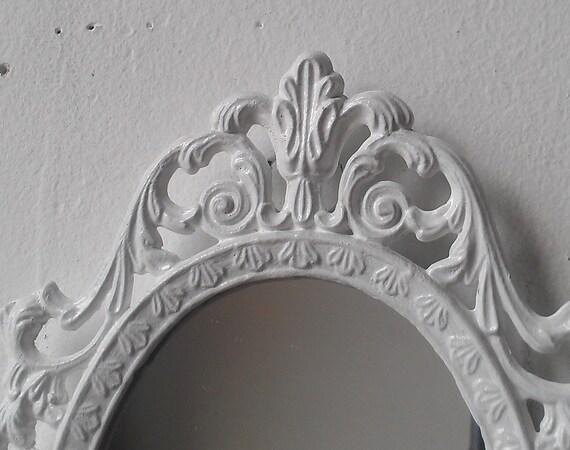 Miroir f e princesse dans le petit cadre de vintage blanc for Miroir princesse