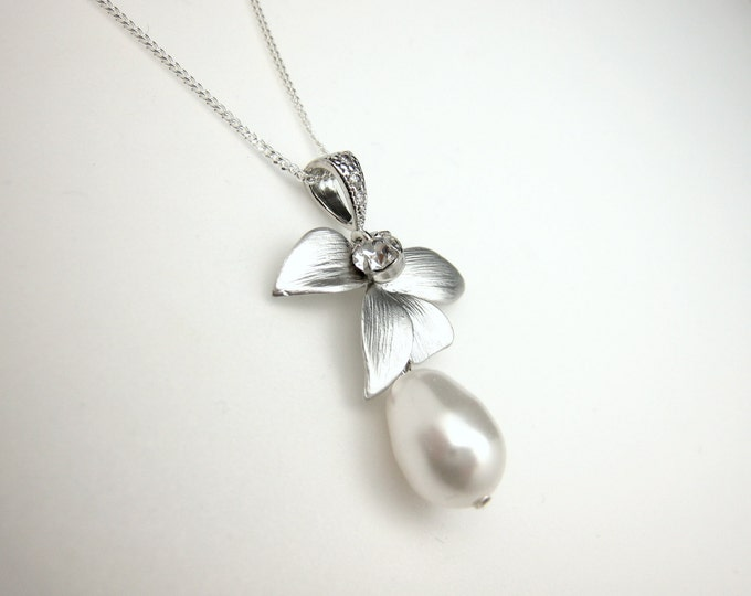 SALE multiple Set of 4 5 6 7 8 Bridesmaid jewelry gift bridal necklace swarovski white cream pearl necklace in silver orchid leaf connectors