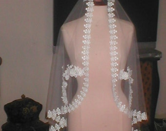 Vintage wrist-length Lace Mantilla Bridal Veil