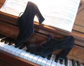Vintage 80s PLATFORM LACE UP Corset Black Suede Leather Shoes Heels 8