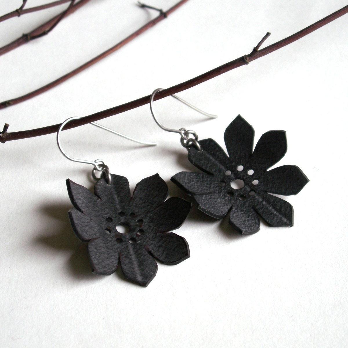 Silhouette Earrings: Sale Daisy Flower Silhouette Earrings Eco Friendly Inner