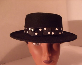 Black Wool Hat  /  White Polka Dots Grosgrain Band / Front Bow