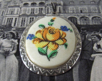 Vintage Floral Pendant Faux Needlepoint Costume Jewelry - epsteam vestiesteam thebestvintage