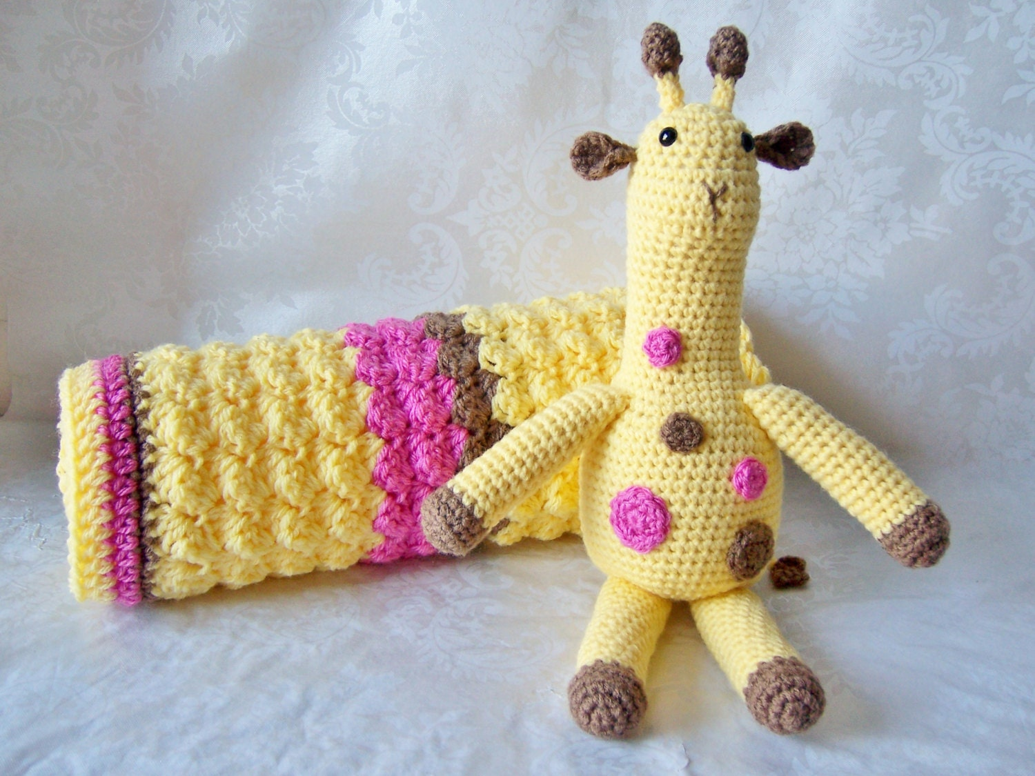 Crochet Pattern Giraffe Blanket : Crochet Baby Blanket Crochet Giraffe and Baby Blanket Yellow