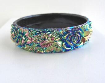 Black Aurora Borealis Flower Bangle Bracelet - Opaque Vintage Plastic