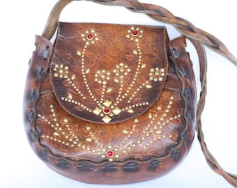 Beautiful vintage handmade, hand tooled, studded/rhinestone boho leather hippie hand shoulder bag.