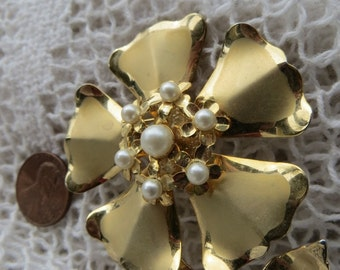 Large Flower Brooch Vintage Jewelry Goldtone Metal with Faux Pearls
