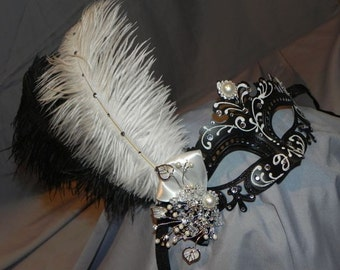 Black and White Capri Masquerade Mask
