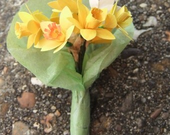 Miniature bunch of mixed daffodils for 12th scale dolls house