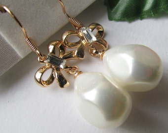 Fashion Jewelry- Beautiful Smooth  Gold Plated Bowknot with White Pearl Dangle Earrings