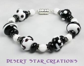 Black and White Lampwork Glass Beaded Bracelet