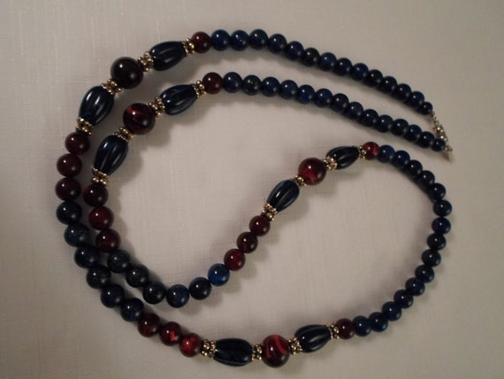 "Vintage ""1928"" Navy Blue & Red Marbled Lucite Reproduction Gold Flapper Necklace"