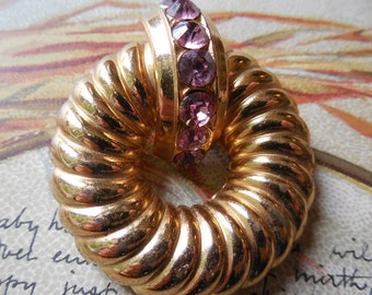 Vintage CORO Ribbed Gold Circle Pin Brooch w/ Pink Rhinestones