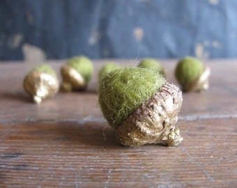 Felted wool acorns, set of 6, metallic gold-colored caps, Light Green, gold autumn home decor, pantone greenery, thanksgiving table decor