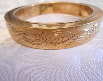 Chunky embossed floral design brass bracelet, vintage 1960s retro bracelet, 7 & 1/2 inch heavy cuff bracelet