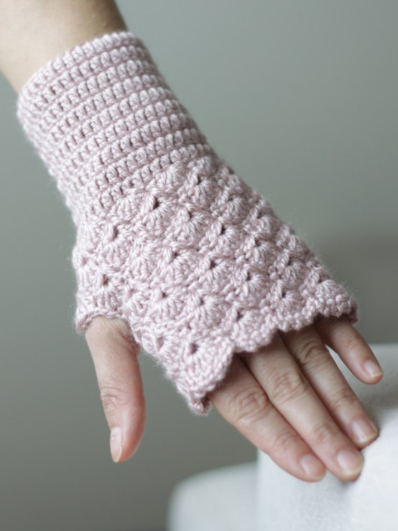 Crochet Gloves : SPRING SALE Crochet fingerless gloves in dusty rose by SENNURSASA