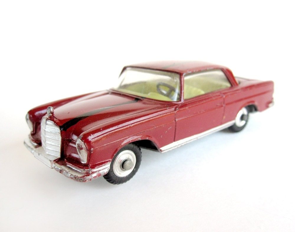 Corgi car mercedes benz 220 se coupe die cast model toy car for Mercedes benz toy car