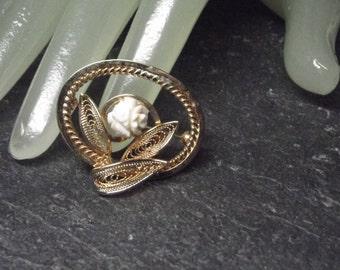 "Vintage 1 1/2"" Goldtone Off White Flower Pin"