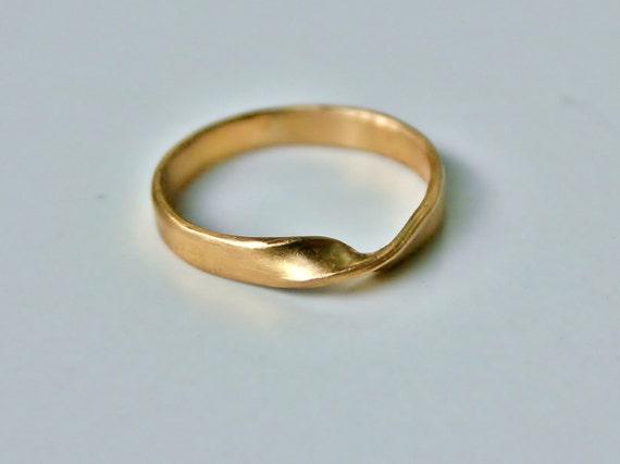 18k gold mobius ring or wedding band medium by beatrizfortes