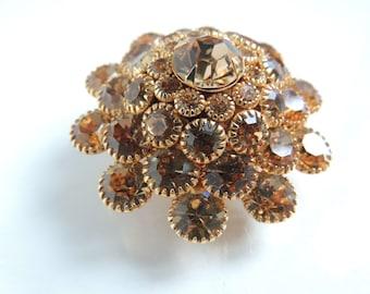 Judy Lee gold rhinestone brooch      VJSE