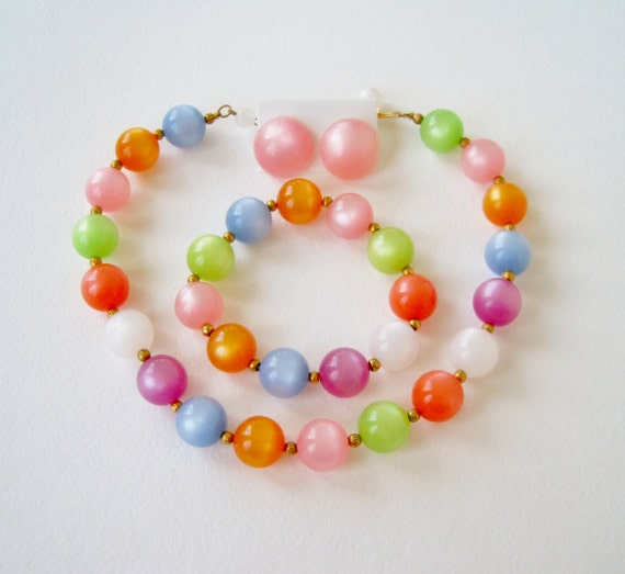 Vintage 60s Retro Kitsch Bright Full Parure Fruit Salad Moonglow Lucite Bubble Gum Ball Beaded Choker Necklace Stretch Bracelet Earrings Set