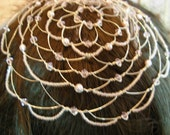 Woman's pastel bead & wire kippah - Flower pattern with scalloped edge