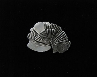 Silver antique style pin with gingko leaf motif