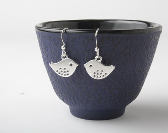 birds earrings - silver bird earrings - birds dangles - sparrow earrings - bird jewelry - silver sparrows - bird dangles - gift under 10