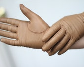 60's Kid Leather Light Brown Driving Gloves with Silk Lining (Glove Size: 6 - XS)