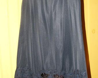 Vintage 1950s Lingerie Black Half Slip Lace & Satin Shamrock Hemline Med