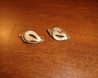 vintage clip on earrings goldtone roma