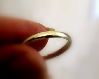 Unisex Classic Wedding Band  Ring  in 14k Recycled Gold  - Fine Jewelry - Made to Order