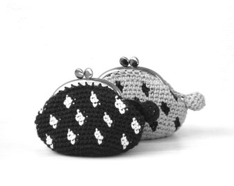Gray kisslock coin purse crochet with black polka dots, crochet purse, crochet wallet, clasp coin purse