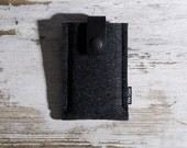 iPhone 4S / 4 Sleeve (Anthbla) - Anthracite Wool Felt with Black Leather Strap