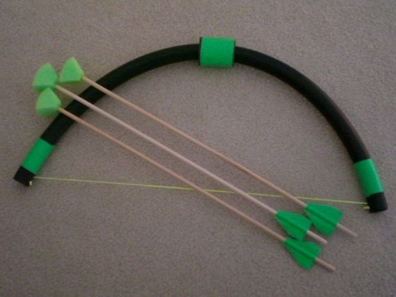 Mini Bow and 3 foam arrows, plastic little kids toy, fun indoor/outdoor activity, archery bow and wooden foam tip arrows.